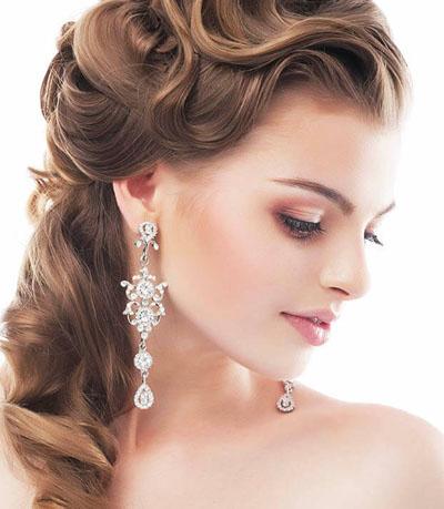 Gelin saçında doğal bukleler moda