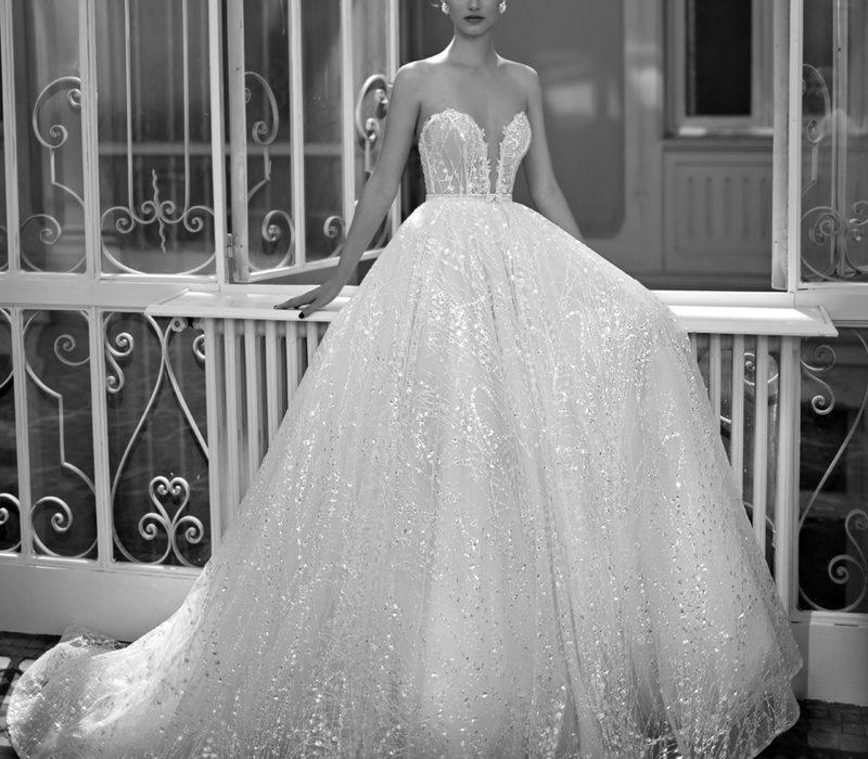 Zarif ve büyüleyici gelinlikler Vakko Wedding House'larda…