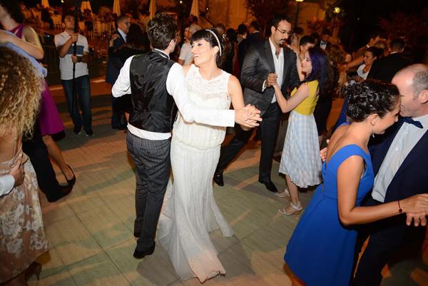 Cansu ve Henri iki farklı kültürün insanı İtalyada buluştu.Çanakkale'de evlendi.