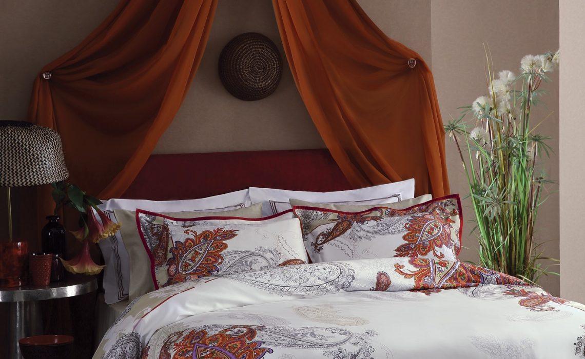 Valeron ile sıcak renkler yatak odalarında