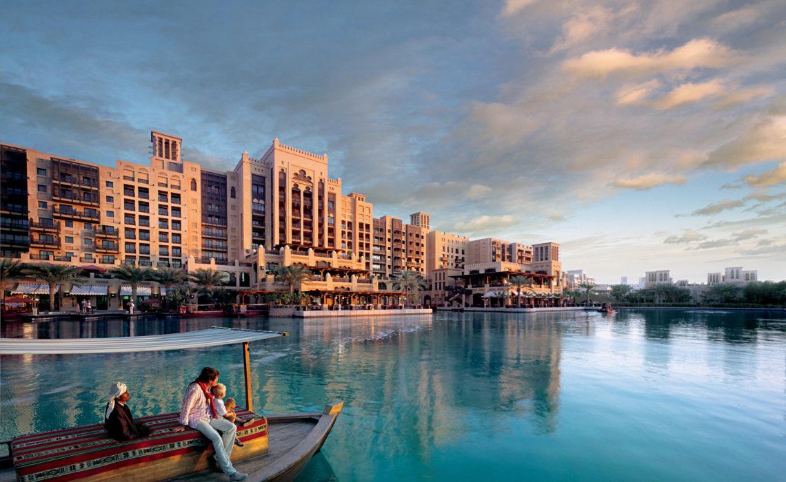 """Kışın da """"yaz gelini"""" olma hayalinizi Dubai'de gerçekleştirin!"""