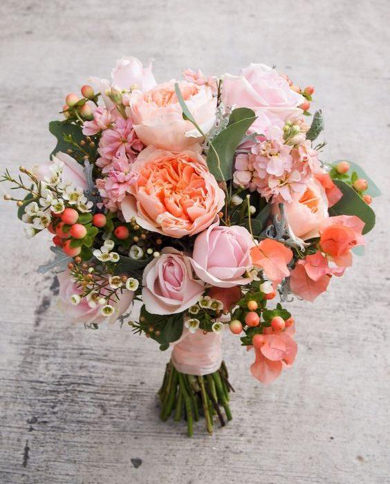Gelin Çiçeğinde Somon Renk Güller