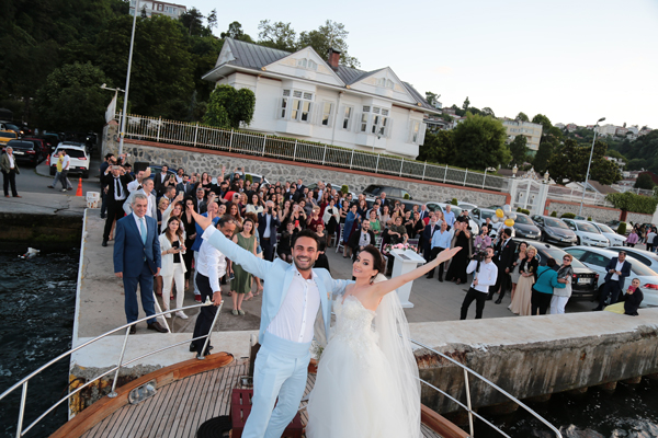 Müzikal Gibi Bir Düğünle Dünya Evine Girdiler