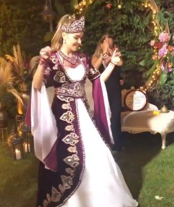'Kına gecesi geleneğini arşa çıkaran ve düğünü arka planda bırakan ünlü çift' Bengü ve Selim Selimoğlu seçildi.