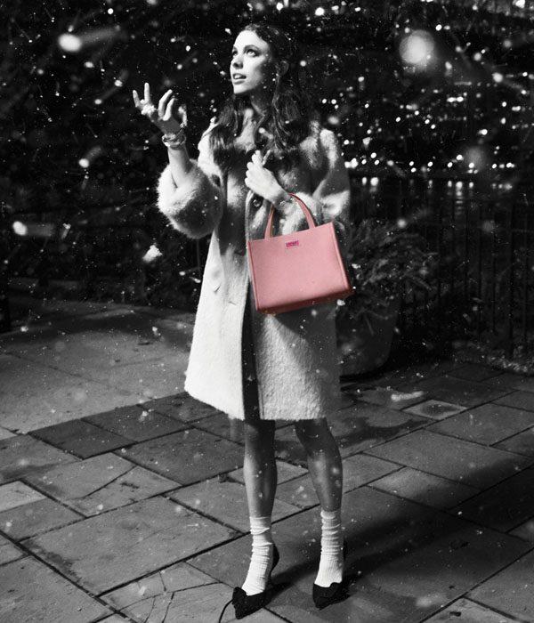 Kate Spade New York, marka yüzü Margaret Qualley'nin dönüşü ile birlikte yılı yüksek bir notla bitiriyor.